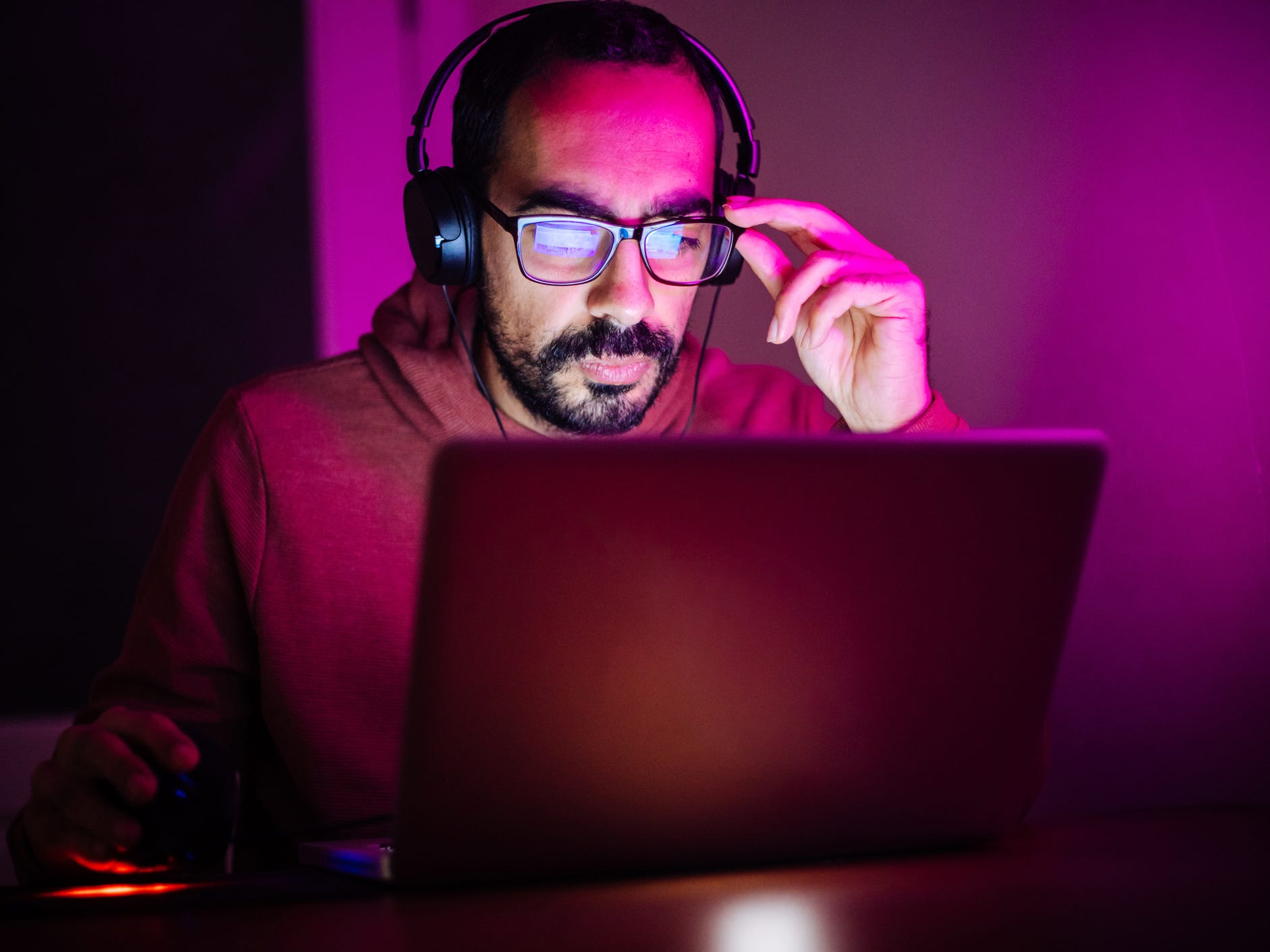 Man working on laptopin dark