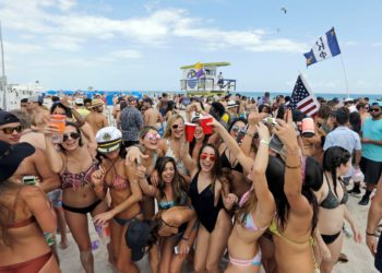Spring breakers spreading COVID-19 variants could 'spell disaster' for the country, expert warns